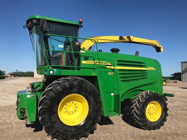JD 7200 (E79036) – $164,900.00
